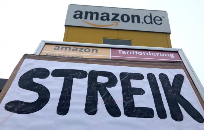 643ee725490 FILE PHOTO  A placard calls on workers at an Amazon logistics center ...