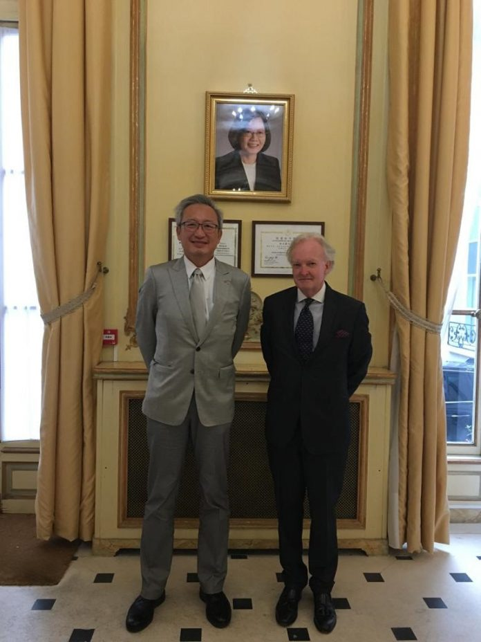 From L/R: Ambassador François Chih-Chung WU, Head, Taipei Representative Office in France, Ambassador David P. Doyle, St. Kitts & Nevis Honorary Consul to France